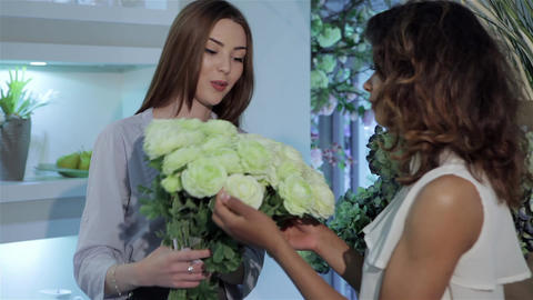 Florist demonstrates bouquet of roses Footage