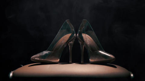Her wedding shoes in smoke Archivo
