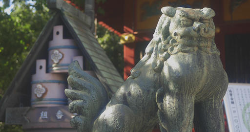 Statue guardian dog and water tank at Asakusa shrine ライブ動画