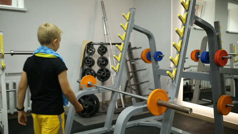 The boy in the gym 영상물