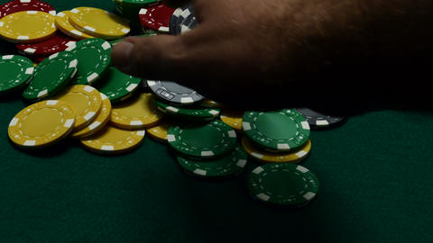 Bets all and Throws down royal flush Live Action