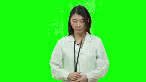 Asian female doctor showing thumbs up on Green Screen Live影片