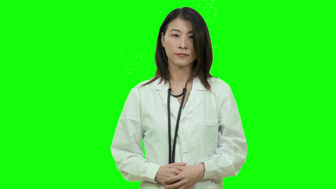 Asian female doctor smiling on Green Screen 2 Live影片