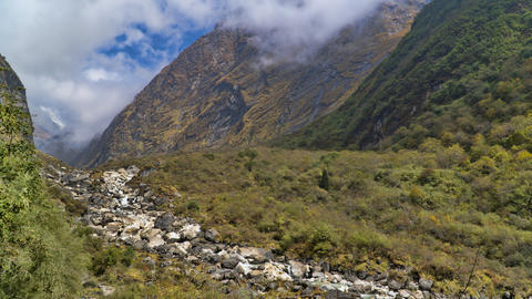 Beautiful view of nature on a trekking trail to the Annapurna base camp, the Fotografía