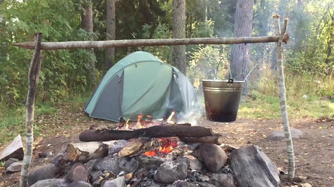 Bonfire and tent ビデオ