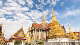 Bangkok Thailand 4K time lapse, city skyline timelapse at Wat Phra Kaew temple 영상물