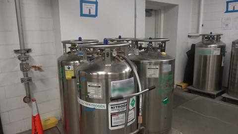 Liquid nitrogen containers ビデオ