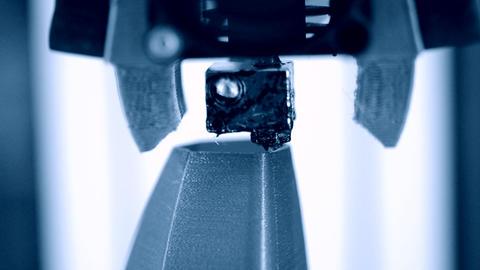 3D printer working close up ビデオ