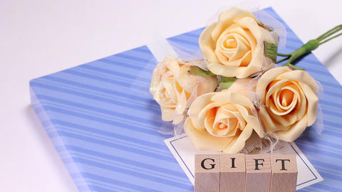 Gift box with bouquet ビデオ