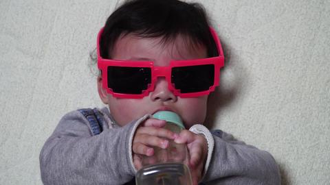 Baby drinking milk Archivo