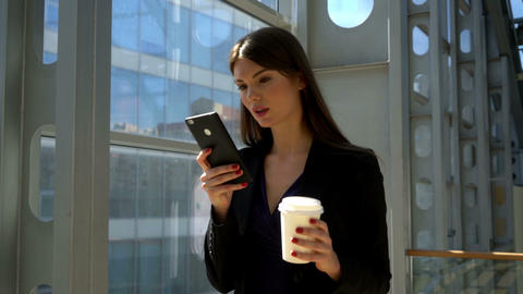 Business woman with coffee Live Action