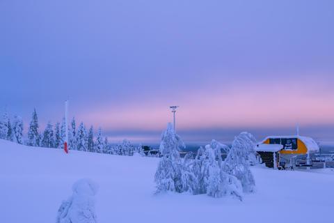 Ski Lift Station in Snowy Finland Fotografía