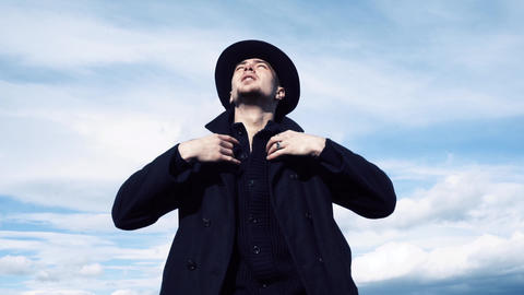 Man looks around on sky background ビデオ