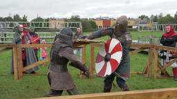 Medieval knights fight in slow motion ビデオ