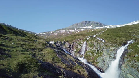 Streams at the mountain side in Norway ビデオ