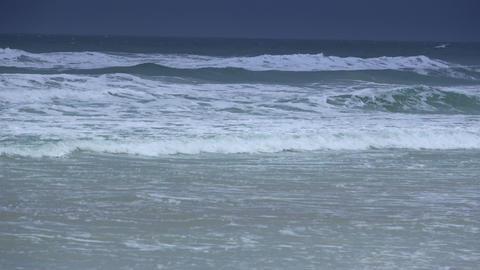 Ocean waves on an empty beach Live Action