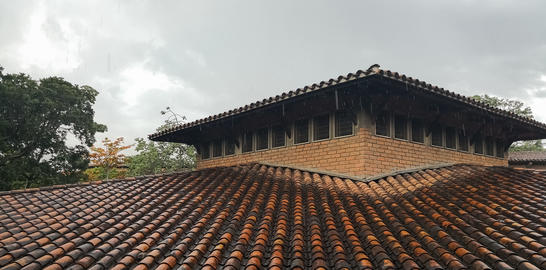 Roof with clay tiles wet from the rain Fotografía