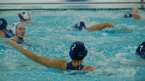 Water polo close-to, tracking shot Archivo