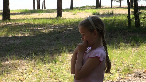 Little girl starts a flying disk Stock Video Footage