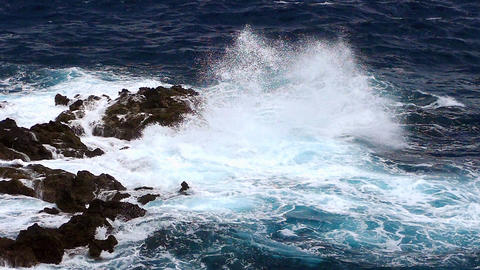 Detail of rocks and waves.Slow motion ビデオ