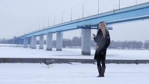 Girl talking on the phone 영상물