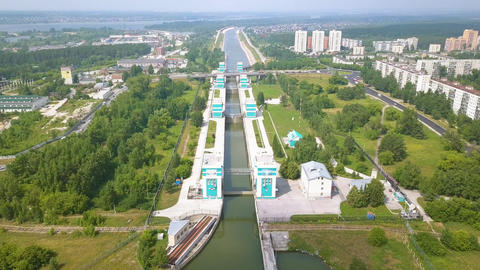 The shipping gateway of the Novosibirsk hydro-electric power station on the Ob Archivo