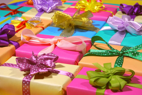 A lot of holiday gifts in a beautiful package with ribbon bows フォト