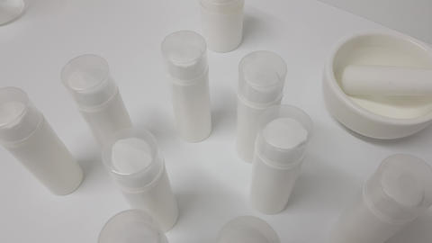 Containers for creams in the cosmetic laboratory 2 Live Action