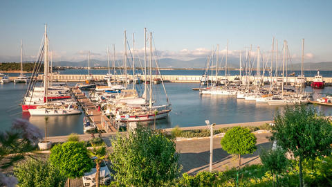 Sailing boats and yachts in a marina in a windy summer day. Time lapse, 4k 영상물