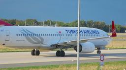 Boeing 737 Turkish Airways taxiing Footage