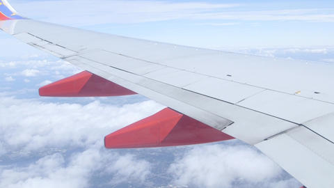 Looking out an airplane window in flight aerial sky view Filmmaterial