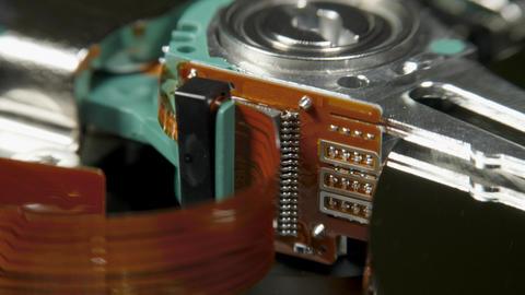 Hard disk drive on the rotation table, macro shot Archivo