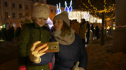 Mother And Daughter Take Christmas Selfie Archivo