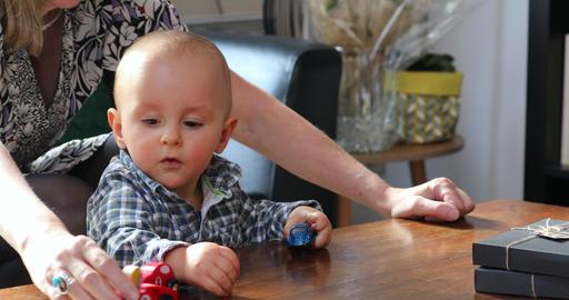 Baby Boy Playing With Toy Cars Acción en vivo