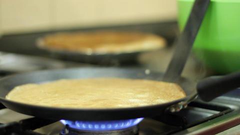 Preparation of pancakes on frying pan ライブ動画