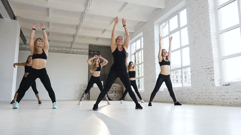 On mid the adult female instructor with a group of five athletic women a perform Footage