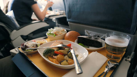 Business Class Airplane Meal 영상물