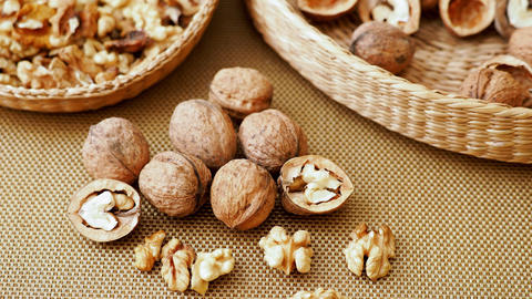 Walnuts on rustic natural burlap, Walnut kernels in wicker basket ライブ動画