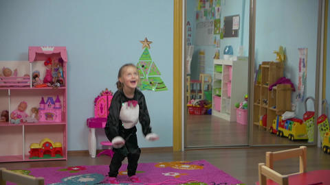 Little Active Girl Is Jumping Archivo