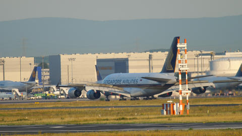 Singapore Airlines Airbus A380 landing Archivo