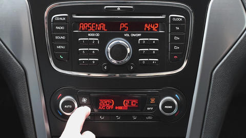 Adjustment the air conditioner in the car ライブ動画