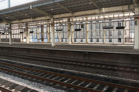 Train station and empty platform Fotografía