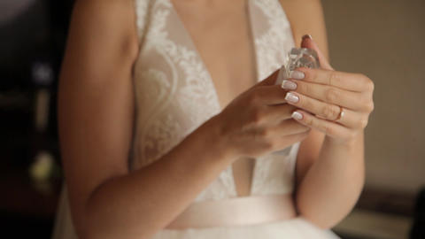 bride sprays perfume on the body Stock Video Footage