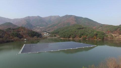 182Z Solar Power generator 05 Live Action