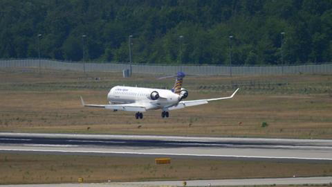 Lufthansa Regional Bombardier CRJ-900 approaching Live Action