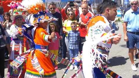 Malaga, Spain. Circa May 2018. Young couple with ornate dresses perform tinku Acción en vivo