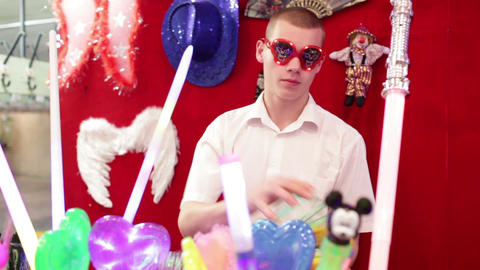 Seller of the light chinese toys in Akvamarine circus on... Stock Video Footage