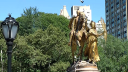 New York 248 Manhattan, doves on golden statue 5th Ave. Grand Army Plaza Footage
