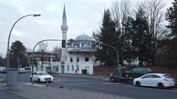 Traffic In Front of Sehitlik Mosque In Berlin, Germany ビデオ