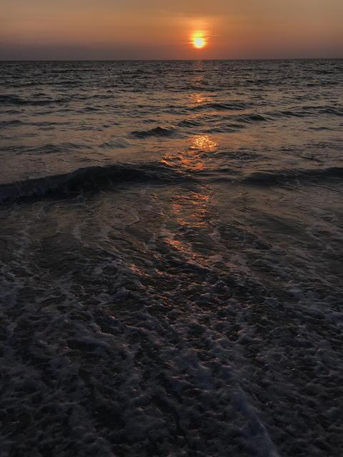 amazing sunset scene at Phuket beach, Thailand フォト